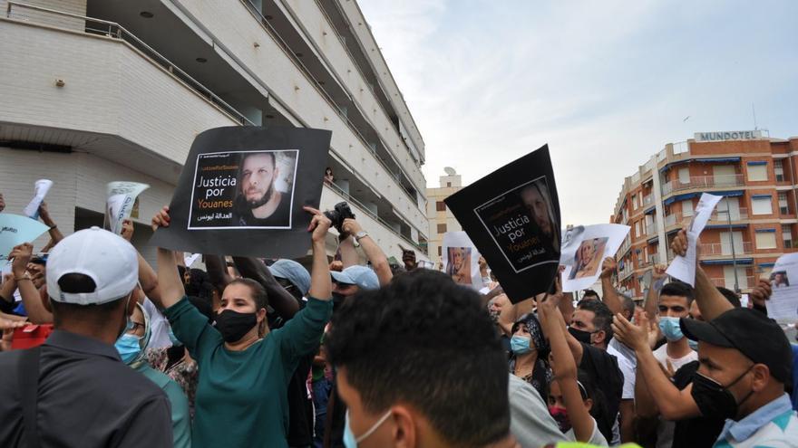 Manifestación en Mazarrón pidiendo justicia por el asesinato racista de Younes