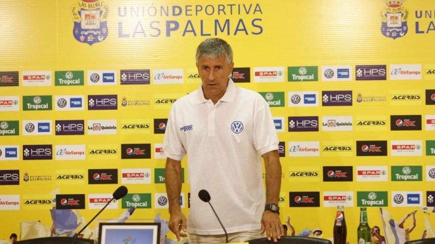 El técnico de la UD Las Palmas durante la rueda de prensa previa al encuentro en el Estadio de Gran Canaria frente a la Real Sociedad. (Página oficial UD Las Palmas).