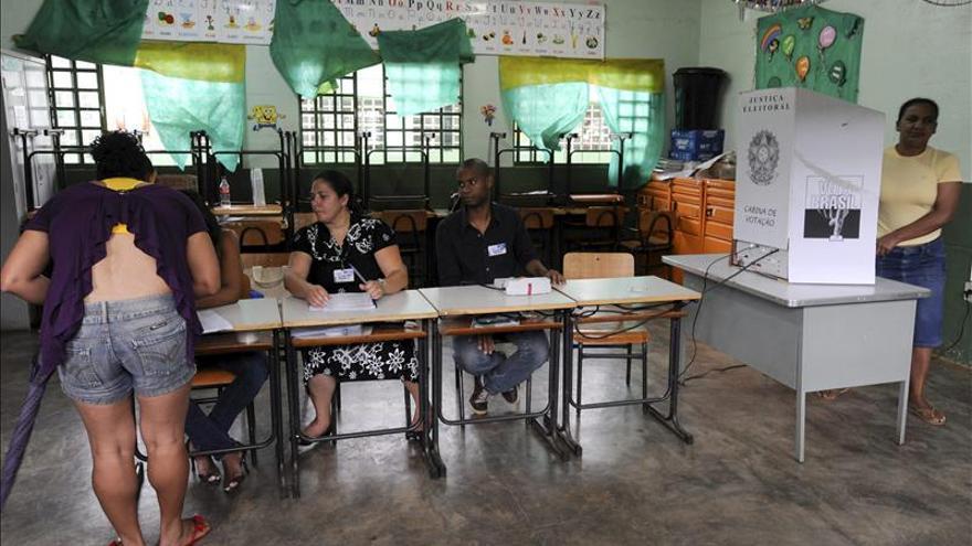 Diputados proponen suprimir la reelección y el voto obligatorio en Brasil