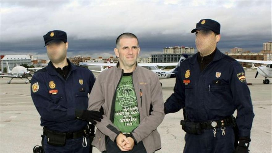 Llega a España el etarra que se fugó de prisión tras suplantarle su hermano