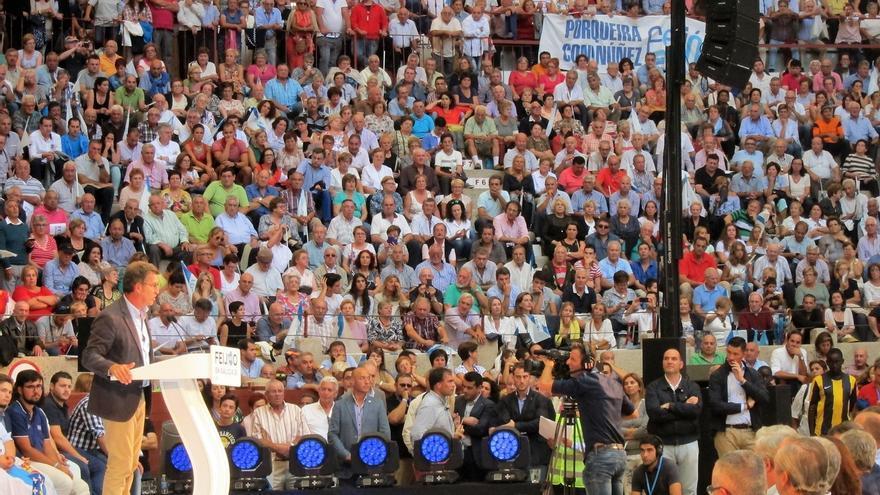 Más de 12.000 personas llenan el mitin de Pontevedra con Rajoy y le cantan el cumpleaños feliz a Feijóo