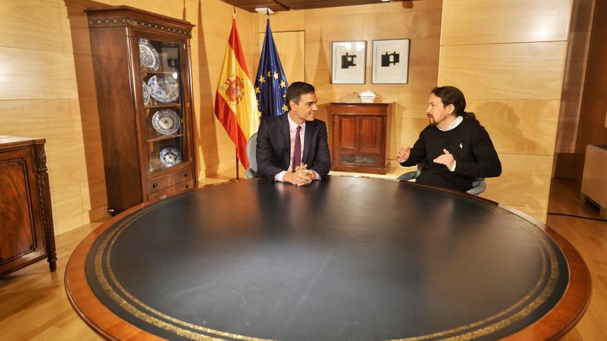 Pedro Sánchez y Pablo Iglesias, en el Congreso durante una reunión el 11 de junio.
