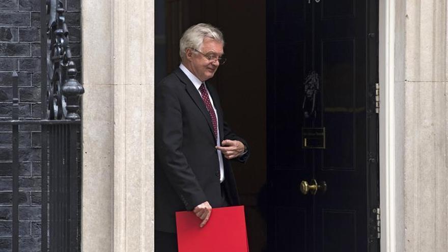 Davis urge apoyo para la ley que convierte en británicas las leyes europeas