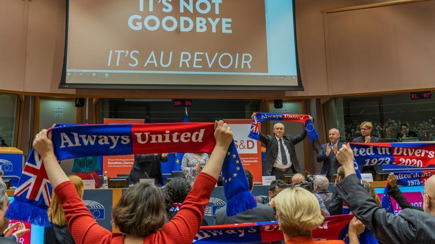 Banderas de 'Always United' en la sede de los laboristas en el Parlamento Europeo.
