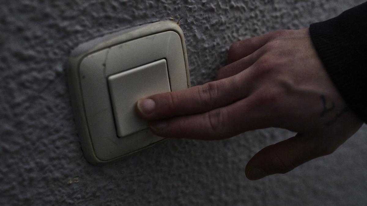 Un interruptor de luz.