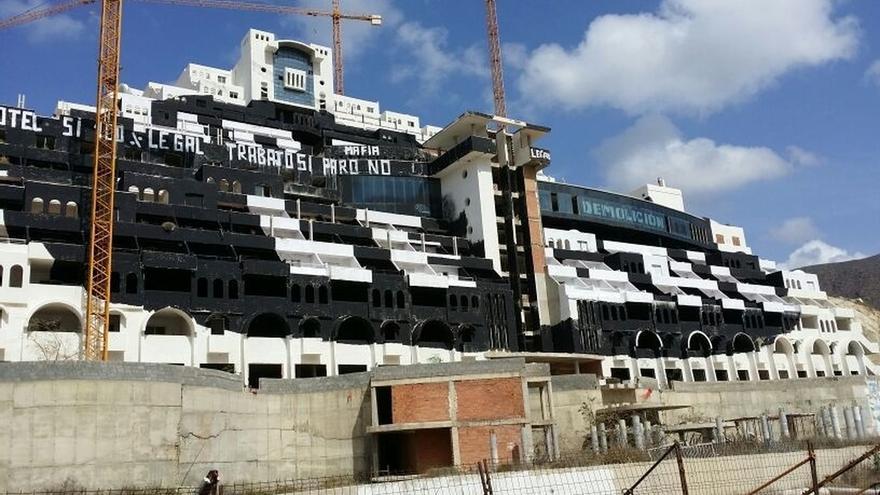 PP-A pide datos del coste de retracto del Algarrobico incluyendo indemnización, demolición y restauración