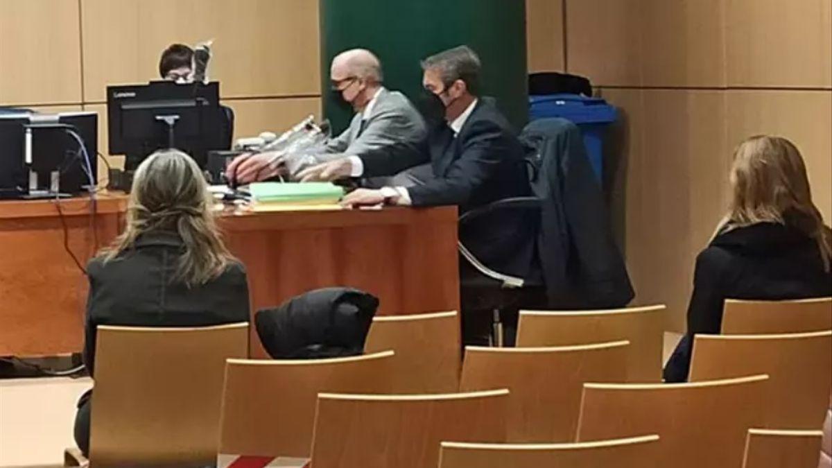 Ana Brugger (izq) y María Gonzálvez (dcha) durante el juicio.