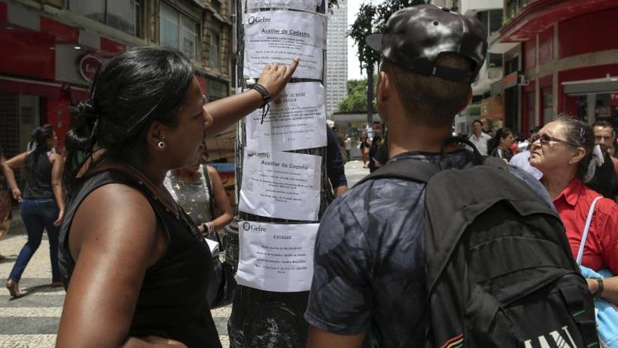 El desempleo cae ligeramente en Brasil pero aún afecta a 13 millones de personas