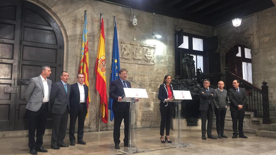 El presidente del Consell, Ximo Puig, junto a la ministra de Industria, Reyes Maroto