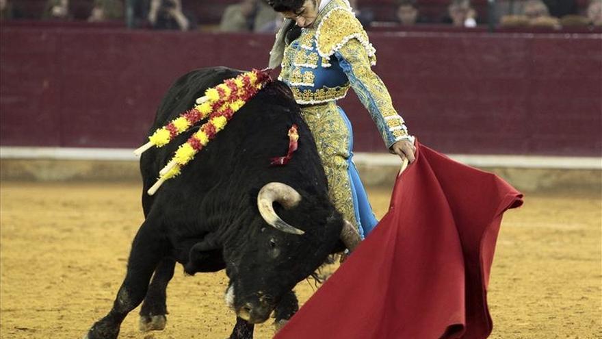 Talavante impone su calidad en el duelo con López Simón