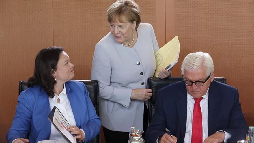 """Merkel y la patronal alemana auguran un impacto manejable del """"brexit"""" en Alemania"""