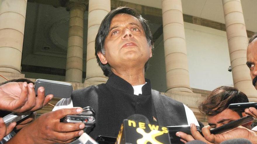 La mujer del ministro indio Shashi Tharoor no falleció de muerte natural