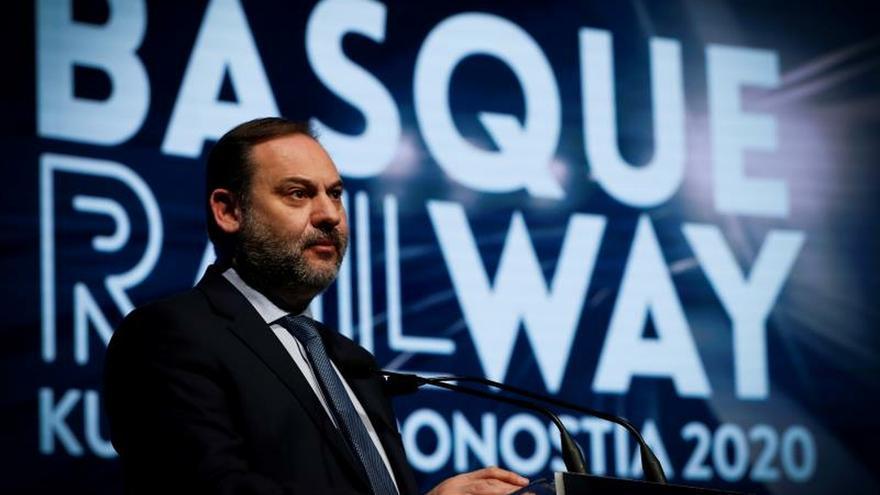 El ministro de Transportes, José Luis Ábalos, durante su intervención este miércoles en la inauguración de la jornada ferroviaria Basque Railway 2020 en San Sebastián.