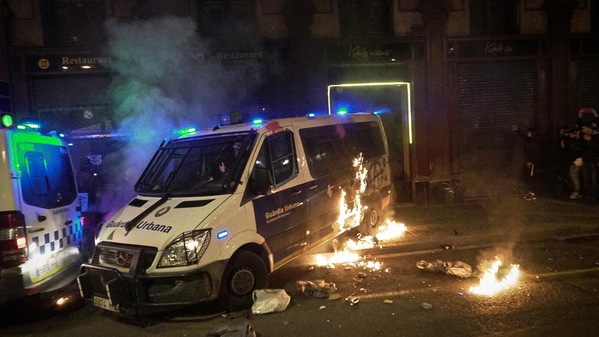 Grupos de jóvenes han atacado vehículos de la Urbana