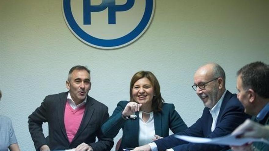 Isabel Bonig junto a Miguel Barrachina en la reunión de la dirección provincial del PP en Castellón