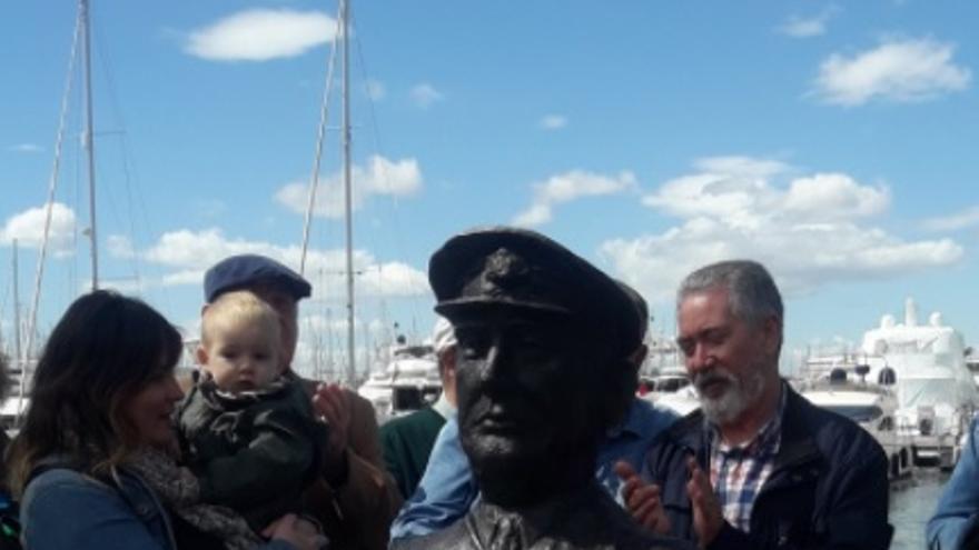 El busto del capitán del 'Stanbrook', Archibald Dickson, inaugurado en Alicante.