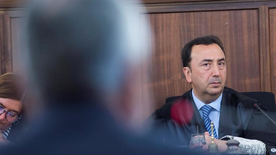 Griñán dice que el documento con firma que exhibe el fiscal está incompleto