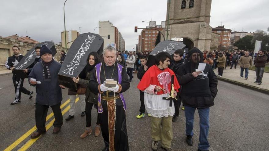 El Ayuntamiento de Burgos urge a empresas a restituir la calle Vitoria
