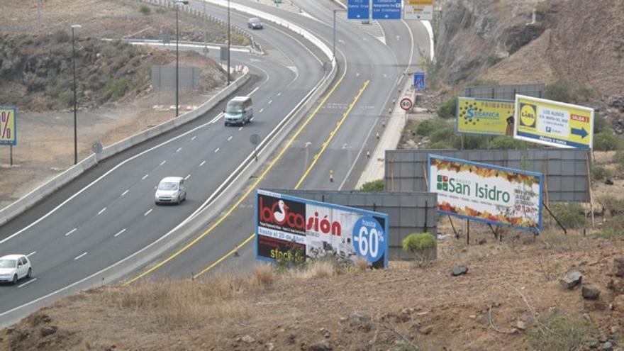 Vallas con publicidad en la autopista del sur, en una imagen de archivo