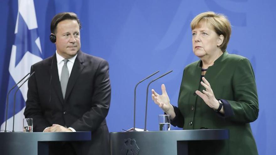 """Merkel destaca los pasos """"correctos"""" de Panamá y vislumbra un acuerdo bilateral"""