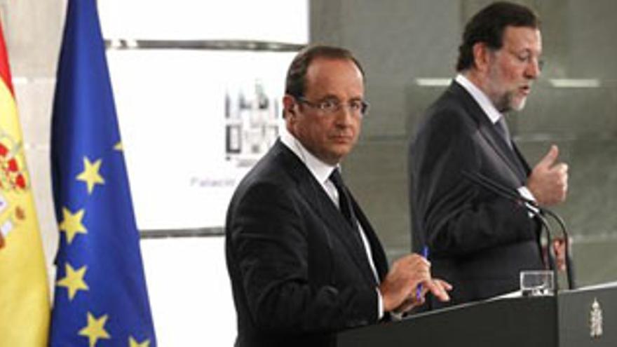 Rajoy y Holande tras la entrevista entre ambos. (EUROPA PRESS)