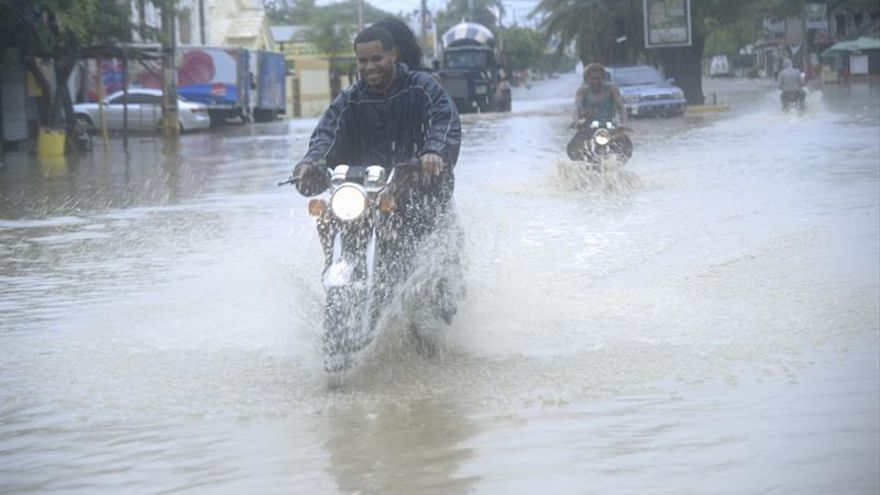 Irma se acerca a Turcos y Caicos en su camino a Bahamas