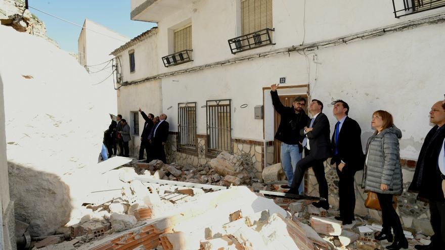 Alcalá del Júcar acordona y limpia la zona y realiza una evaluación de todos los daños tras el desprendimiento