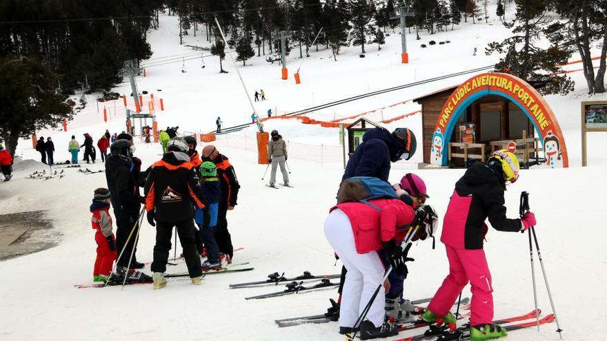 """Las estaciones de esquí dan la temporada por perdida: """"Si no puede venir gente de fuera esto no se aguanta"""""""