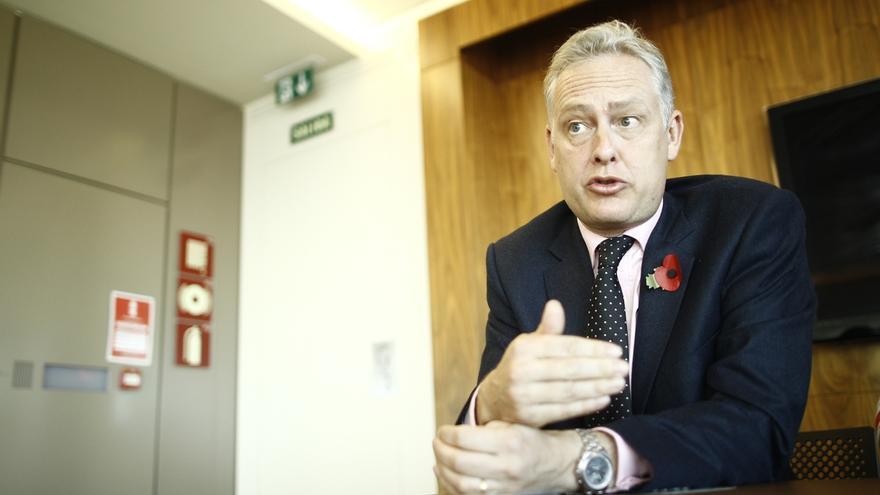 El embajador del Reino Unido en España espera que Cameron consiga el apoyo del Parlamento para combatir al IS