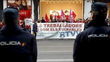 Extrabajadores de RTVV junto a la Audiencia Nacional.