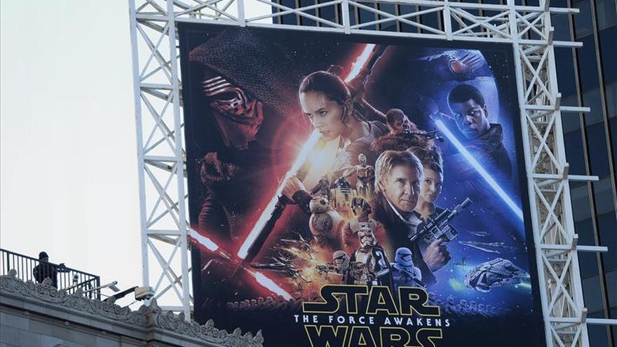 """""""Star Wars"""" bate récords en el fin de semana de su entreno en EE.UU. y Canadá"""