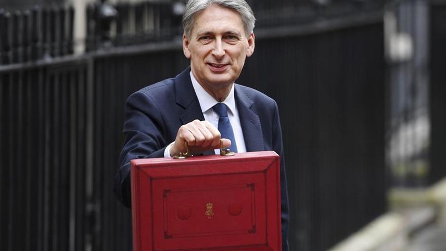 El Gobierno británico aumenta al 2 % su previsión de crecimiento en 2017