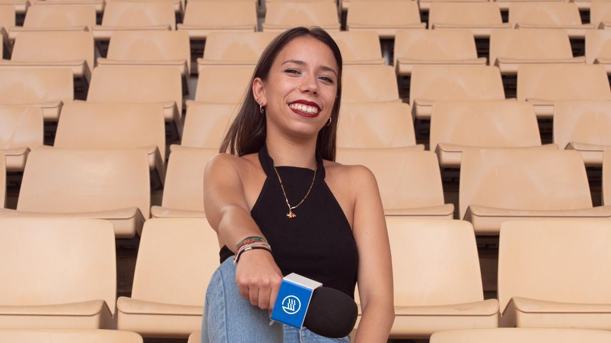 La joven narradora de Footters, en el Estadio Olímpico de Sevilla.