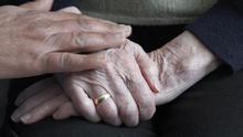 La oposición exige a Feijóo transparencia e investigación sobre los sucedido en las residencias de mayores durante la epidemia