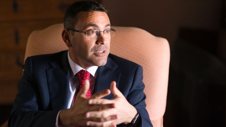 El alcalde de Teguise exige un plan de ayudas económicas para las empresas de Lanzarote