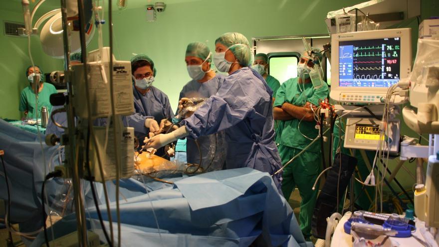 El Ministerio de Sanidad prepara una norma para establecer prioridades en las listas de espera de las CCAA