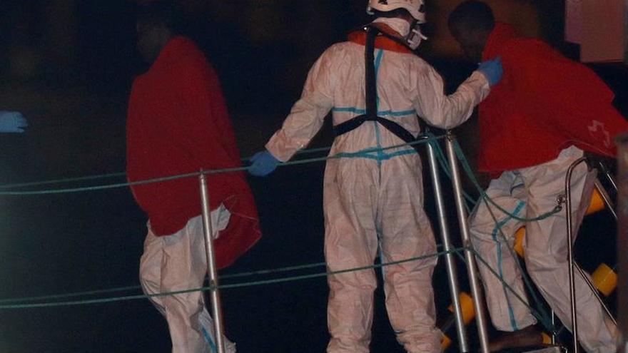 Rescatados 36 subsaharianos de una patera cerca de la isla de Alborán