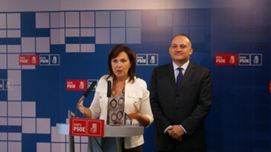 Carmen Martínez y Joan Calabuig comparecen ante los medios. (EUROPA PRESS)