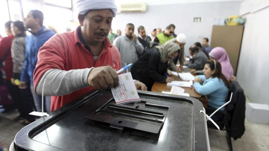 Egipto aguarda los resultados oficiales del referéndum sobre la Constitución
