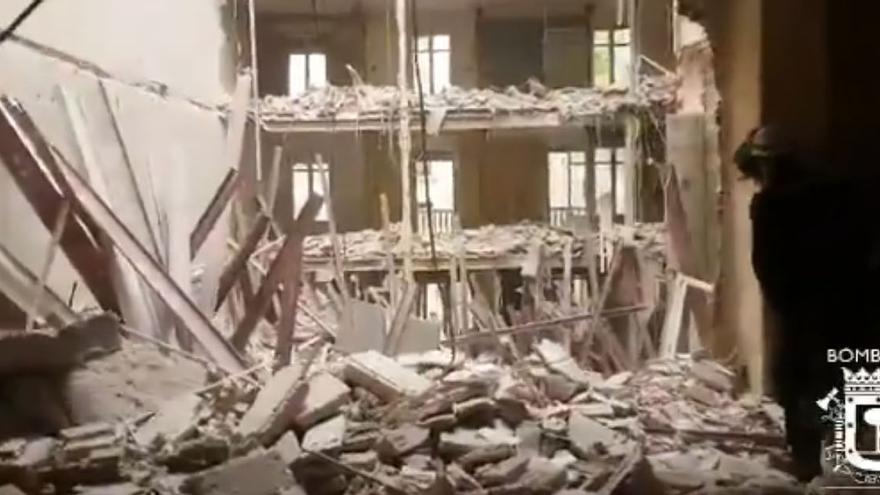 Interior del edificio derrumbado en Martínez Campos   BOMBEROS MADRID