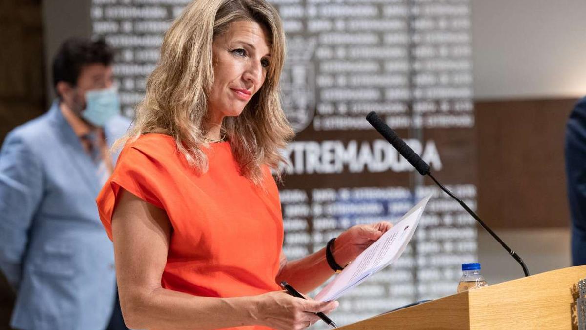 La ministra de Trabajo, Yolanda Díaz, durante la firma del protocolo del Plan de Empleo de Extremadura este miércoles en Mérida