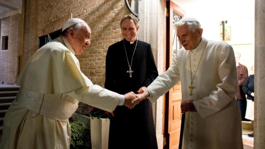Ratzinger y Bergoglio.