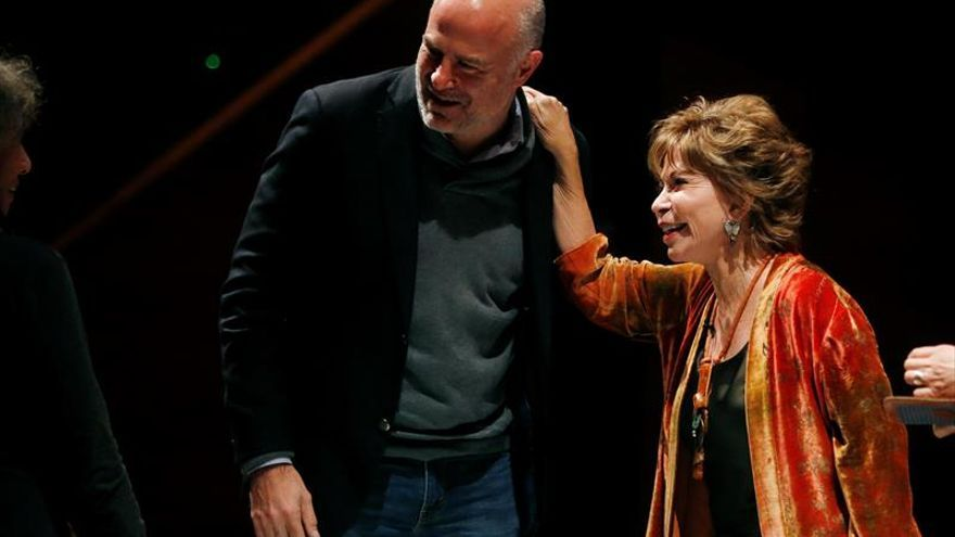 La chilena Isabel Allende dice que Venezuela vive una tremenda crisis institucional