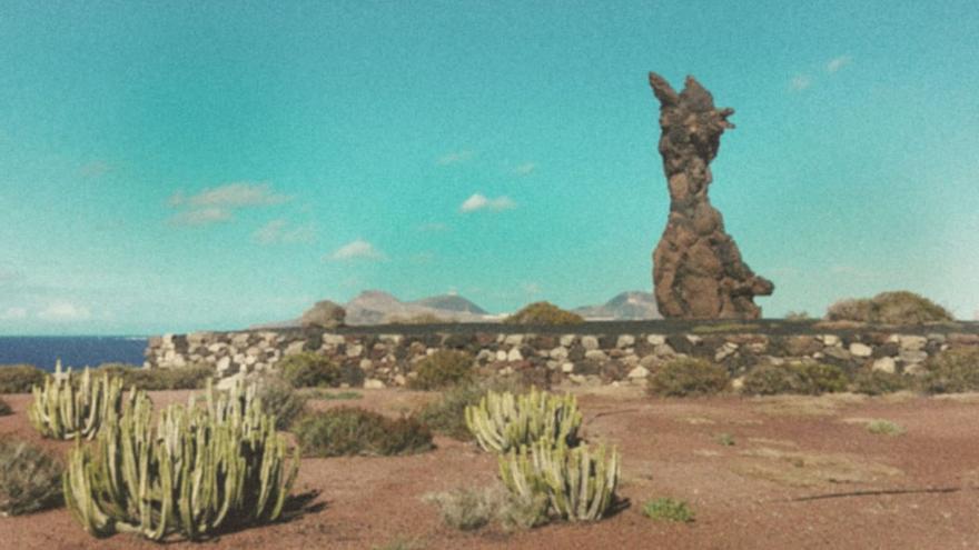 Emblemática escultura El Atlante, realizada por Tony Gallardo. (Cedida a CA).