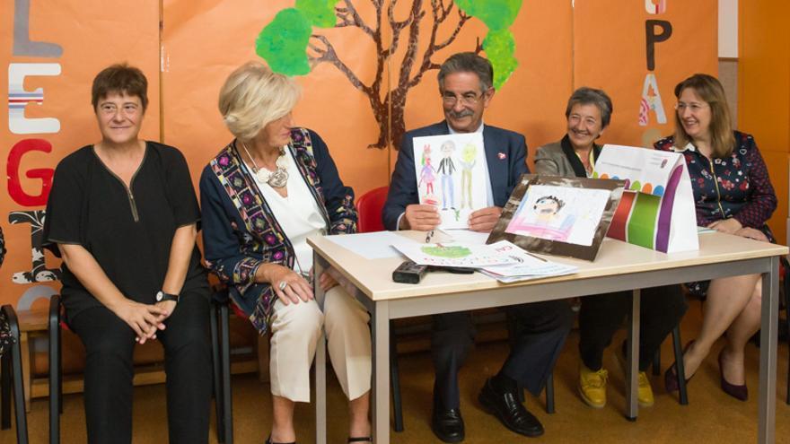 El presidente y la consejera de Educación visitaron el colegio Lupasco, de Santander. | GOBIERNO DE CANTABRIA