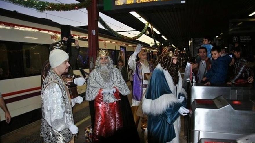 Los Reyes Magos llegarán en tren el próximo martes a la estación de Adif en Irun