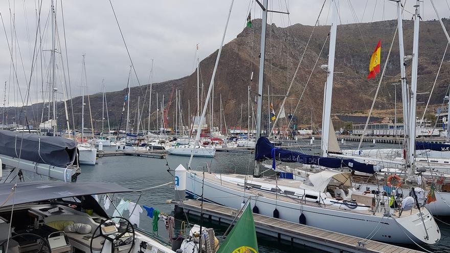 Los barcos que participarán en la regata se encuentra en Marina La Palma.