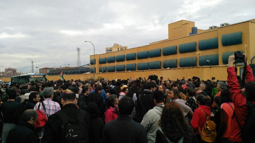 Protesta por el cierre de los CIE este miércoles ante el CIE de Aluche, Madrid (Foto: Ahora Madrid)