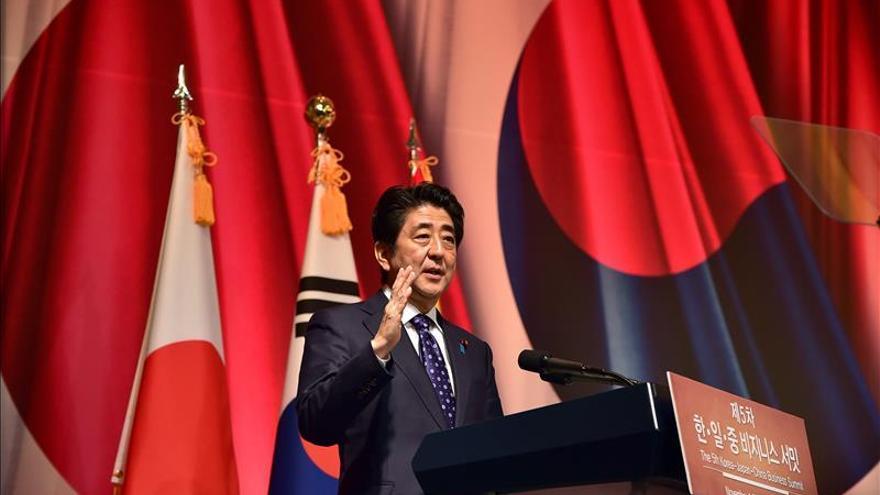 Abe pide una subida del salario mínimo del 3 % para impulsar la economía