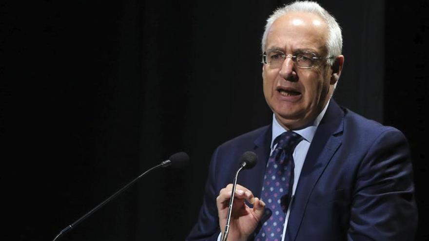 El presidente de Rioja apela a la unidad de partidos para defender la Constitución